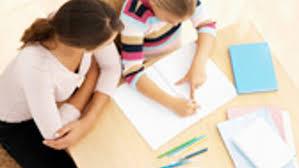 la situation de passation d'un bilan psychologique avec un psychologue et une enfant